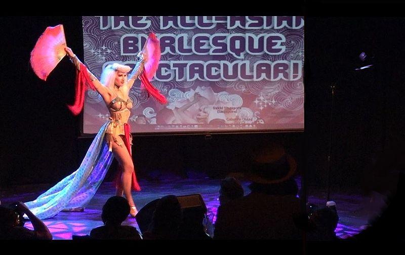 Espectáculo de Burlesque de Sukki Singapora