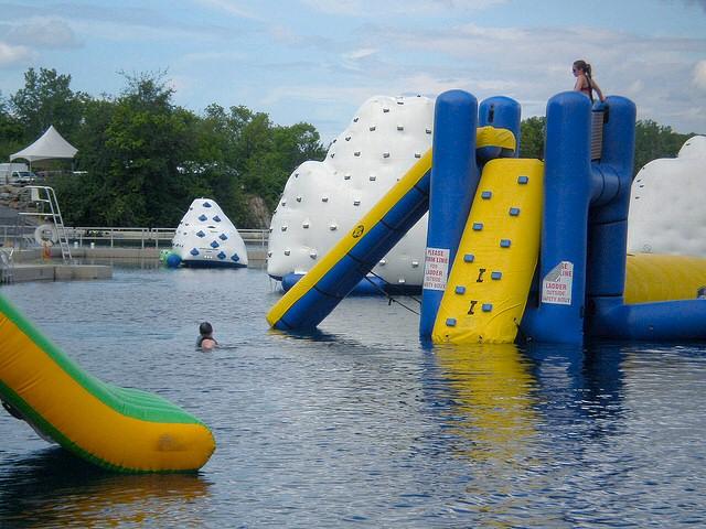 Castillos hinchables para piscinas