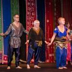 Practicantes de la danza del vientre de diferentes edades y sexo